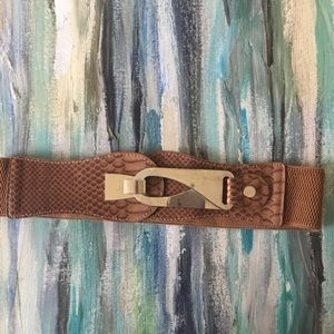 Brown stretch belt with gold latch. Size 26-30